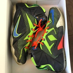 Kids Lebron XII Sneakers size 6.5